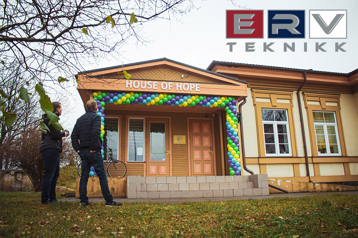 Utenfor House of Hope i Latvia